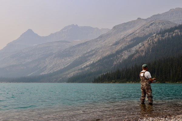 Wiedersehen des Banff Park Rangers beim Fischen