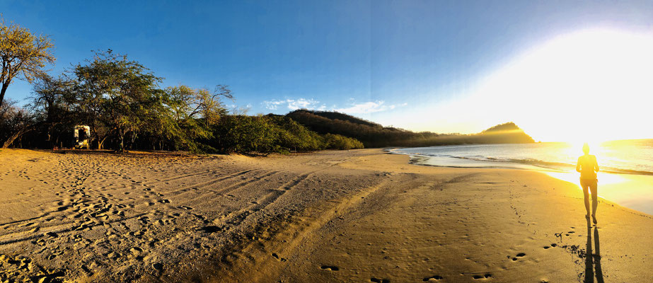 Here a panorama of the beach at sunset