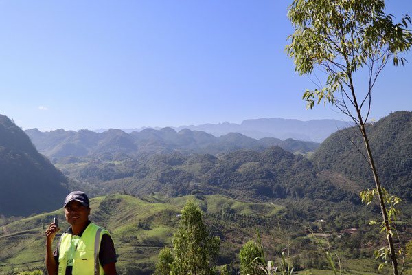 As we got on to the gravel we started to loose altitude as we drove down very steep roads - here a view over the Jungle below...