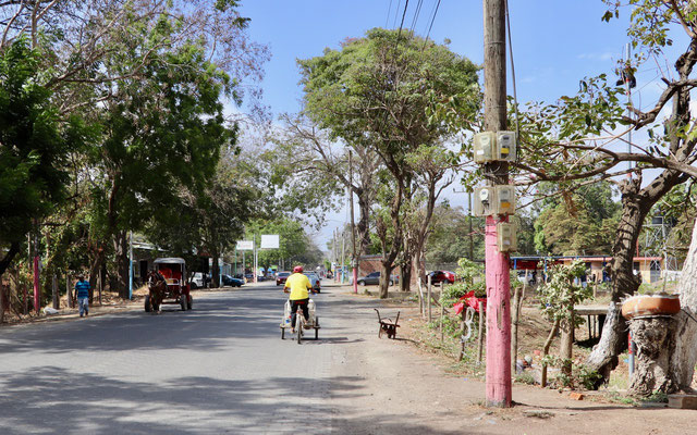 Our destination - Ometepe Island - the biggest volcano Island in a fresh water lake in the world - on the way we see three wheel bicycles and taxi motorbikes