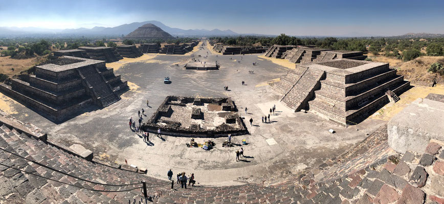 Here a panoramic view off the Pyramid of the moon