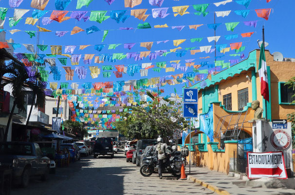 After leaving Chacala after a cup of coffee and headed south down the pacific coast - first stop Sayulita