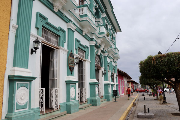 ...and the colourful colonial buildings in very good condition