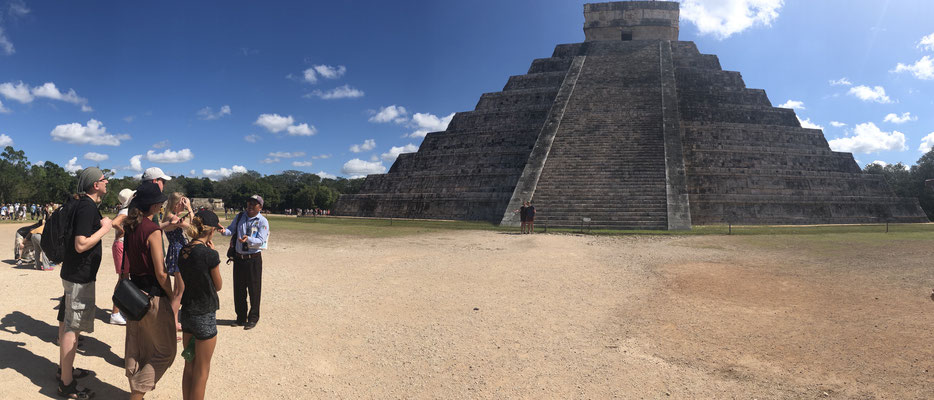 The most famous Pyramid in Chichen Itza is the El Castillo..