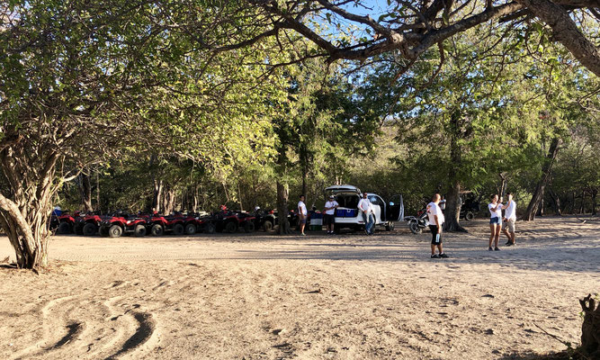We were surprised as suddenly 22 Quads raced past our quiet spot and parked on the beach, took off their helmets grabbed a beer, occupied the beach for about 2omin., before they jumped back on their quads and disappeared in a cloud of dust