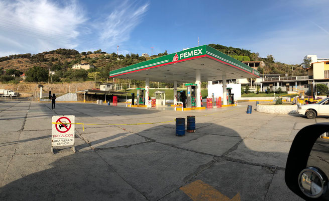As we got closer to Mexico City we realised that the situation regarding Petrol shortage at Pemex Stations was still not better, we pasted several closed Pemex Petrol Stations