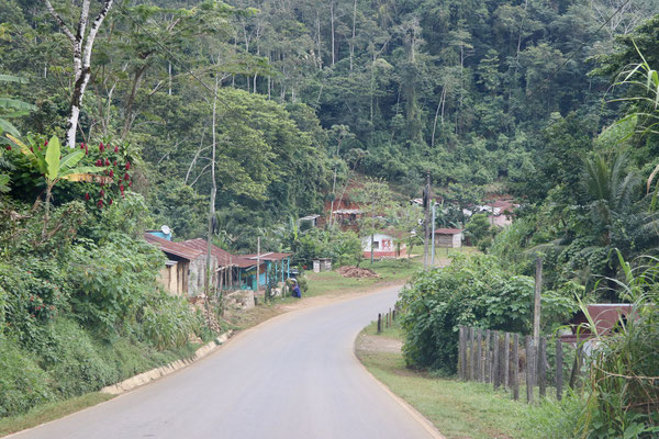 We decide to turn right and the the smooth long road as we knew we will be doing a lot of serious bad road in Guatemala