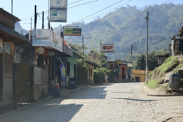 Here arriving in Lanquin, this is where most Overlanders leave their vehicles and jump on a truck to Semuc Champey,