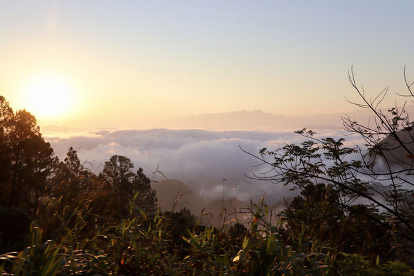 After two nights in Semuc Champey we left at 5:20am heading to Lake Atitlan about 295km drive - as we left we weren't sure wether we would drive through as google gave us 9hours for it - Here the sunrise.