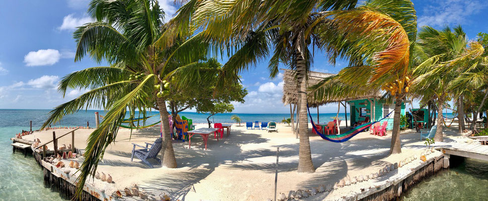 After that we left South Water Caye and head to Bread & Butter, yes you heard it, that's the name of the two small islands - Here a picture of the Island Bread