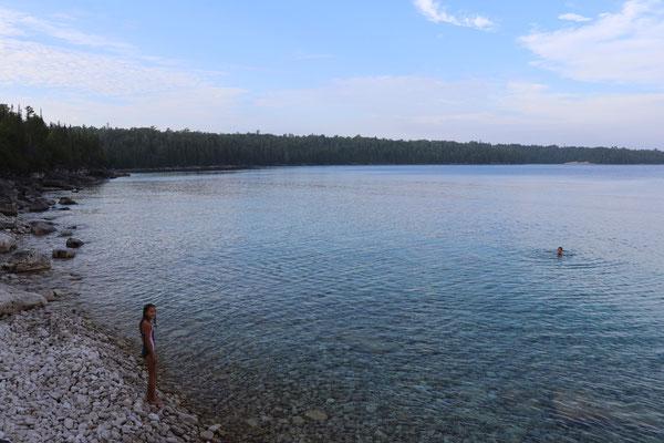 schwimmen im kristallklaren See