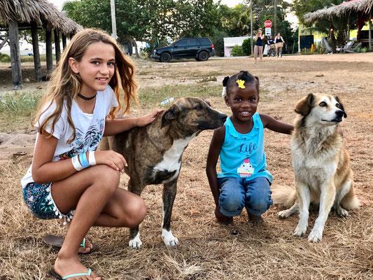 Lynn made friends with a sweet little girl