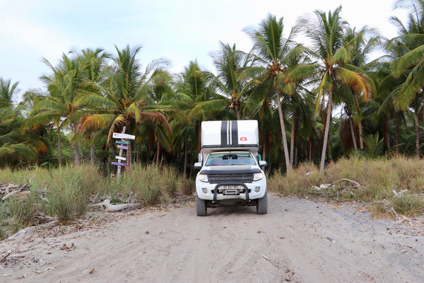 After Playa Coyote the dirt road ends here - the rest to Santa Theresa can only be driven on the beach preferably by 4x4