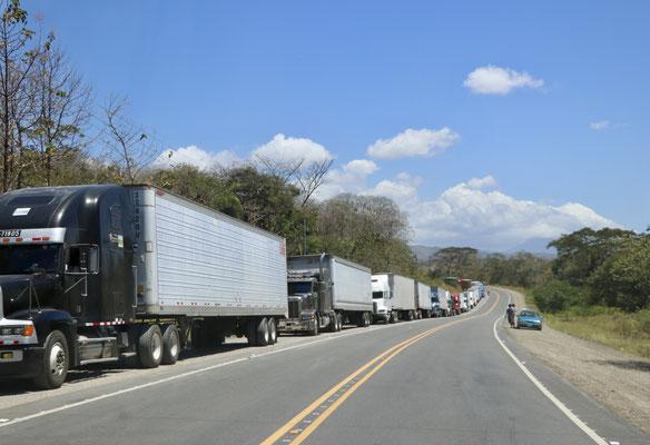 A good km queue of trucks heading to Nicaragua