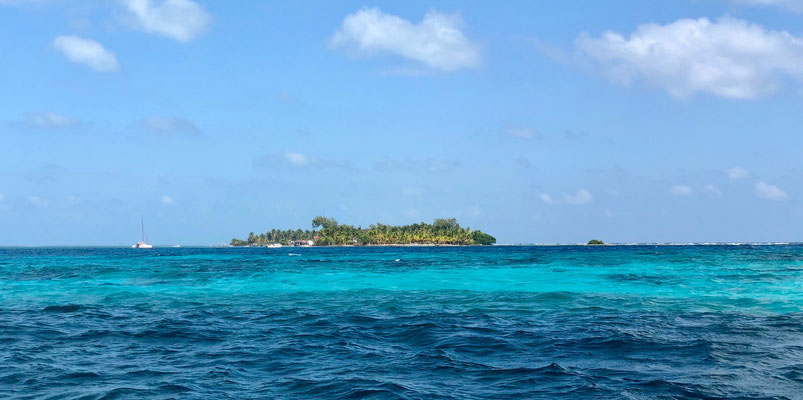 We had great warm dry weather as we past all the different Islands heading to South Water Caye