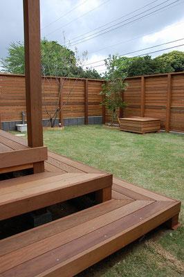 ウッドデッキとウッドフェンスを同時に施工 統一感があります