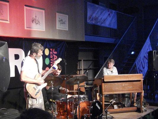 Ibrahim Electric - Niclas Knudsen (G), Stefan Pasborg (Drums), Jeppe Tuxen (Hammondorgel)
