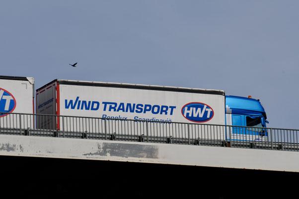 Also doch- der Wind wird per LKW gebracht