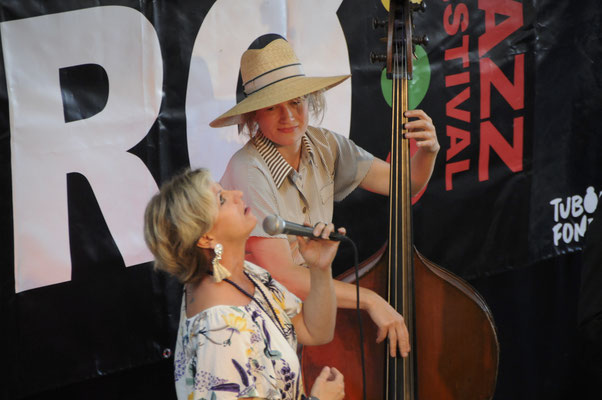 Sisters of Jazz - Anna Pauline Andersson (Vocal) og Ida Hvid (Bass)