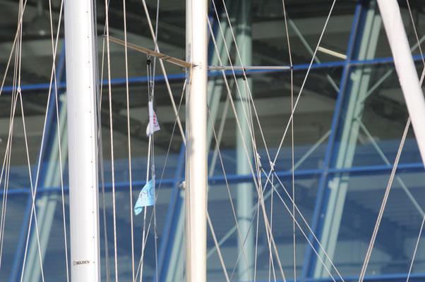 Masten vor der Bootshalle