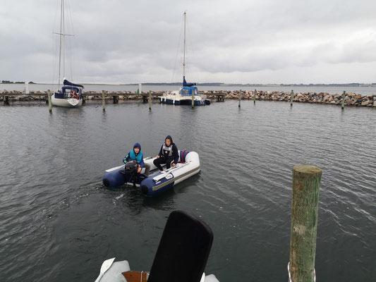 Erste Erkundungstour im und vor dem Hafen von Lyø.