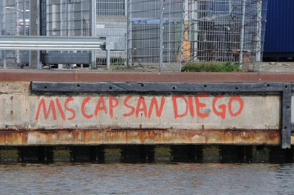 """""""Cap San Diego"""" hat sich an der Kaikante verewigt"""