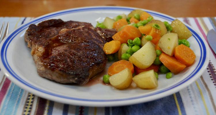 Rib- Eye Steak mit Gemüse