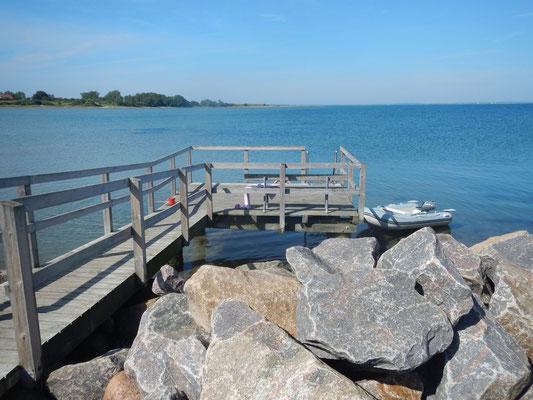 Badebrücke direkt am Hafen- keine 20 m vom Boot entfernt