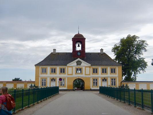 Das Eingangsgebäude zu Valdemars Slot