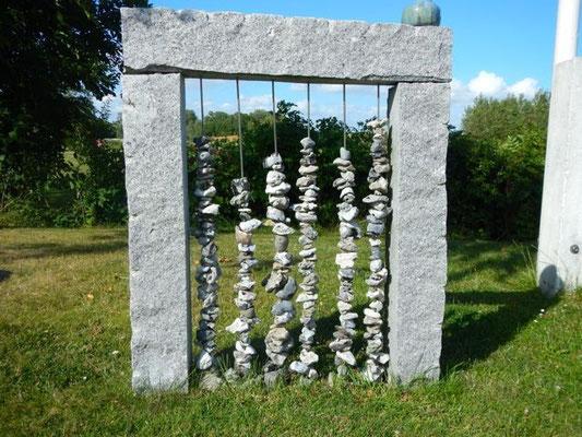Steinkettenskulptur bei Gittes Ziegenfarm