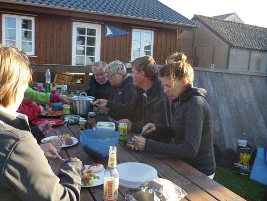 ...mit dem leckersten aller Nudelsalate von Niels und Caro