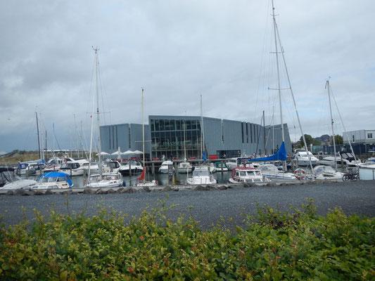 KulturØen - Kulturinsel mit Bibliothek, Brasserie, Biograf und Bootshafen