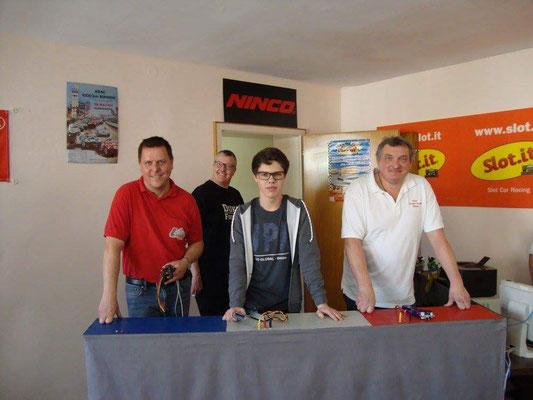 Woody, Felix und Anton vor dem Start. Kai lächelt im Hintergrund ;-)
