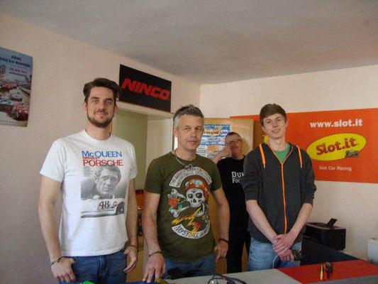 Bahnchef Mario mit Franz und Simon vor dem Start. Kai steht schon wieder im Hintergrund...