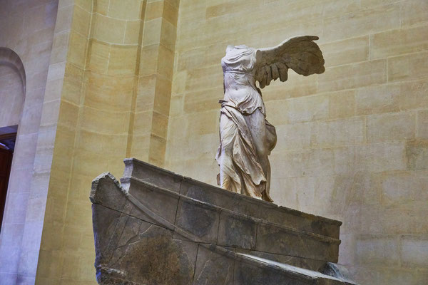 Louvre museum guided tour Winged Victory