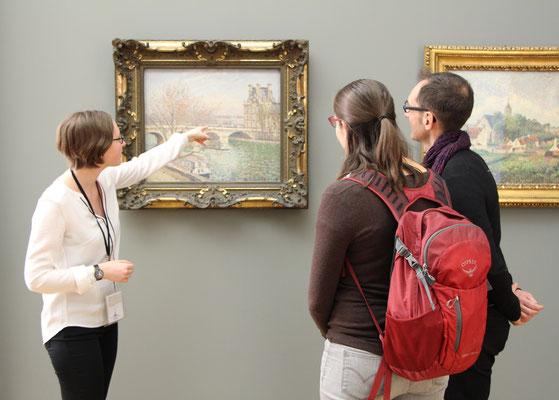 Official tour guide art history Paris