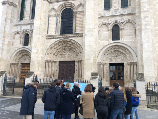 Private tour guide Saint Denis from Paris