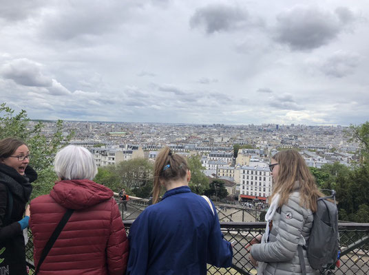 Official tour guide Paris hidden secrets