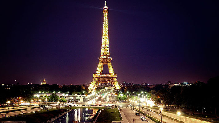 Private tour Eiffel Tower at night