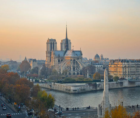 Guided tour around Notre Dame Cathedral Paris