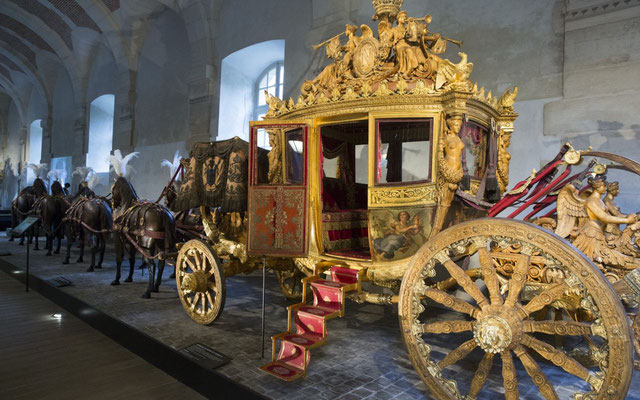 Guided tour to Versailles coaches gallery