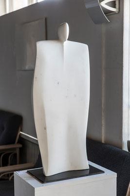 """Personaggio teatrale"" - Carrara bianco P, h = 60 cm"