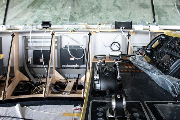 Afbouw ms Philipskercke III - stuurhuis - lessenaar