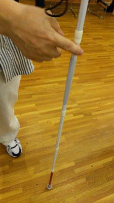 盲人安全つえ(白杖)MyCaneに横断歩道信号機からの反射金網を取り付けるのに便利。