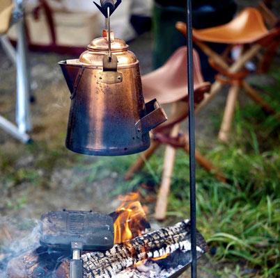 焚き火と焚き火チェア