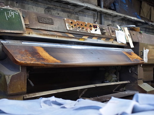 皮を漉く機械
