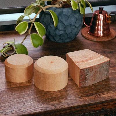 帯ノコでけがきの印にカットした木材・大/中央・小/左