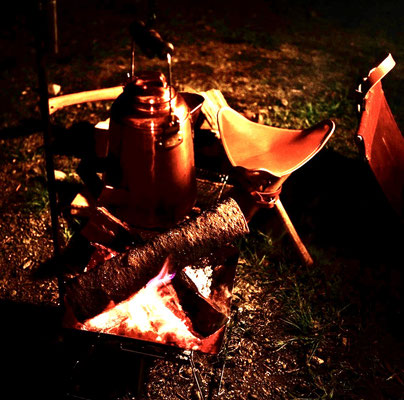 落ち葉と焚き火と焚き火チェア
