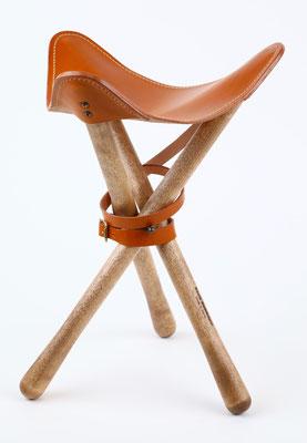 ヌメ革の座面の中心の高さは約35cm・少し低めのロースタイルです。