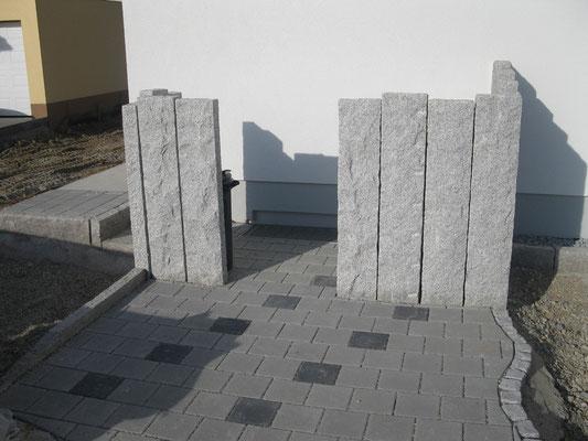 Müllcontainer Stellplatz mit Granit Palisaden.